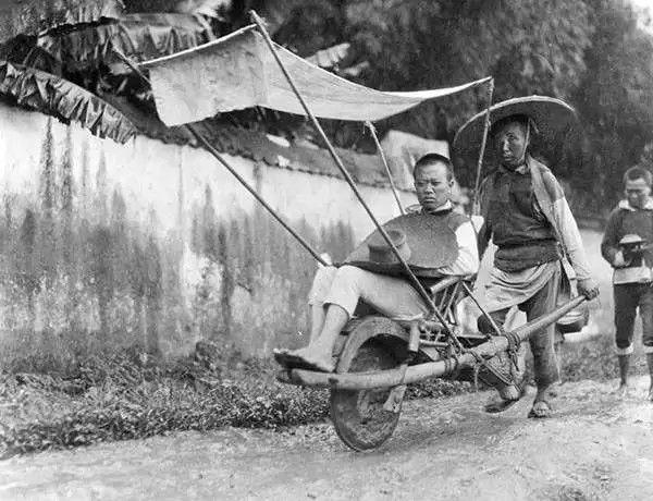 四川带遮阳棚的独轮车,摄于1917年。(甘博/公有领域)