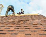 在雨季来临前,屋顶如有损坏,最好赶紧补救。(Shutterstock)