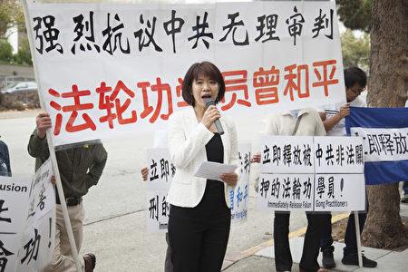 前平安集团属下员工唐韵在讲述曾和平是一位难得的好主管。(周凤临/大纪元)