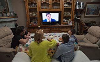 越來越多的證據顯示,久坐行為(如看電視)與炎症(如糖尿病)有關聯。(JORGE GUERRERO/Getty Images)