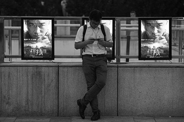 由大陆演员吴京主演与导演的《战狼2》近日被中宣部推荐角逐奥斯卡,但引发网友不满。有评论认为中共此做法的目的在于再此给大陆民众洗脑。(AFP PHOTO / Greg Baker)