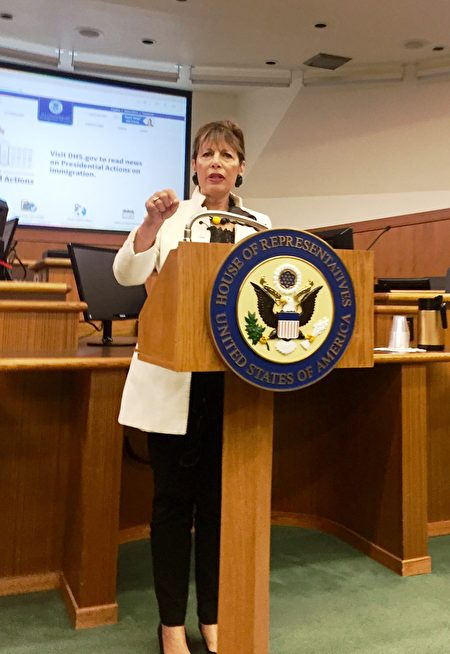 美国国会众议员Jackie Speier举办公民入籍(Citizenship Application)讲座。 (由Jackie Speier议员办公室提供)