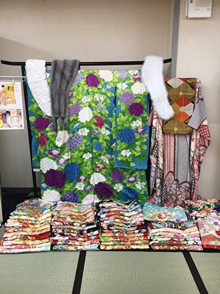 展銷會上出售的格式和服,可以親自觸摸和試穿。(葉妙音/大紀元)