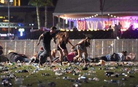 事發後現場一片狼藉,民眾拔腿逃離現場。