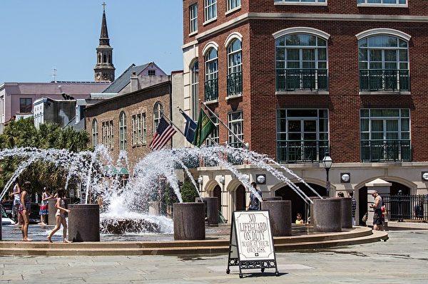 查尔斯顿城市广场的喷泉。(Dennis Larsen/CC/Pixabay)