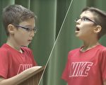 11岁的国小六年级男生达蒙念完作文《我的英雄》后,惊艳看到英雄竟然现身。(视频截图/大纪元合成)
