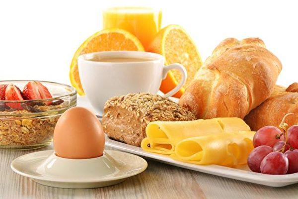 雞蛋是種全營養的食品,早餐吃一顆雞蛋,可給人體帶來許多好處。(Fotolia)