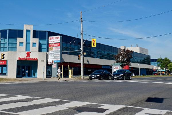 """加拿大泛亚集团在2014年初推出移民项目""""服饰城""""。直到2017年10月,""""服装城""""还没建成。(周月谛/大纪元)"""