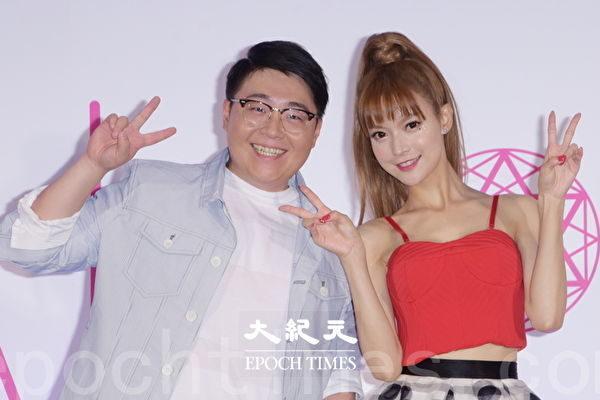 郝劭文(左)为师妹中国艺人叶子淇前来站台。(黄宗茂/大纪元)