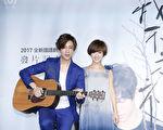 方泂镔全新国语创作专辑《我不是神》的发片记者会,严正岚(右)为他站台,这是两人首度在音乐上的合作。(海蝶音乐提供)