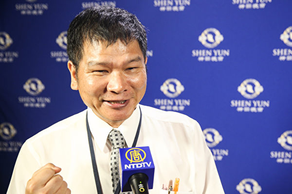 2017年10月3日晚上,國票期貨股份有限公司副總經理蔡鎮村觀賞神韻交響樂團在台北中山堂的演出。(白川/大紀元)