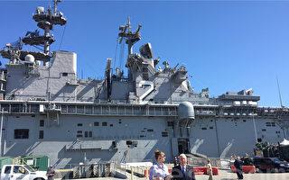 海軍艾賽克斯號兩棲突擊艦(USS ESSEX LHD 2)停靠舊金山,參加艦隊週活動。(李文淨/大紀元)