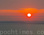 韩国仁川月尾岛上拍到的夕阳。(全景林/大纪元)