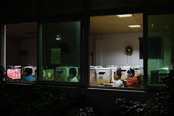 北京一家网吧。(GREG BAKER/AFP/Getty Images)