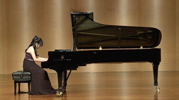 钢琴演奏完整曲目 新唐人音乐大赛再开先河