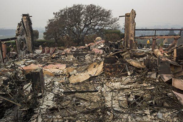 加州有史以来最惨重的火灾。图为10月11日,Silverado Trail酒庄区。(David McNew/Getty Images)