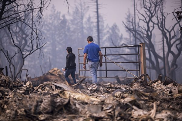 北加州发生有史以来最惨重的火灾,已造成21人死亡、近3000人失联,至少3500栋建筑物烧毁。图为2017年10月10日,加州圣塔罗莎,一处住宅区的建物几乎全部被烧光。(David McNew/Getty Images)
