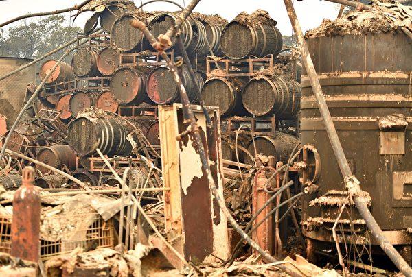 北加州发生有史以来最惨重的火灾,已造成21人死亡、近3000人失联,至少3500栋建筑物烧毁。图为2017年10月10日,加州圣塔罗莎,一处酒庄里的设备遭烧毁。(JOSH EDELSON/AFP/Getty Images)