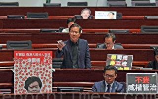 公民党郭家麒批评林郑月娥在施政报告中,回避一系列造成香港深层次矛盾的问题,只以300元交通津贴试图收买人心。(李逸/大纪元)