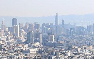 由於北加州野火的煙灰飄到舊金山灣區,讓舊金山的空氣品質變差,能見度降低。(曹景哲/大紀元)