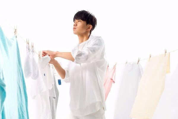 光良即將在11月11日光棍節發片,先前他開直播要讓大家猜的專輯名稱已經揭曉——《九種使用孤獨的正確方式》,日前拍攝新歌MV。(星娛提供)