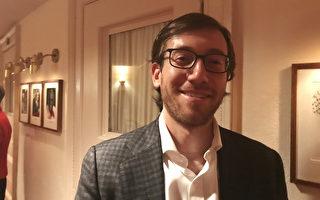 Mission Capital公司房地产金融高管Michael Britvan观看了10月14日晚神韵交响乐团的演出,表示来看神韵交响乐这样的演出有着不一样的感动。 (新唐人电视台)
