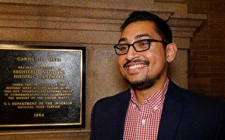 2017年10月14日,保健品公司InvigorateNow的创办人兼CEO Sayan Sarkar观看了神韵交响乐团在纽约卡内基音乐厅的首场演出。(戴兵/大纪元)