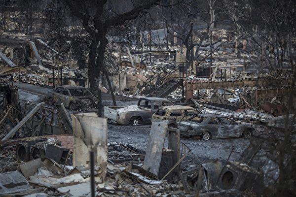 加州史上最嚴重的山林大火已造成至少40人死亡,原本美麗的社區幾乎全毁。圖為2017年10月14日,加州聖羅莎一處遭焚毁的民宅。(David McNew/Getty Images)