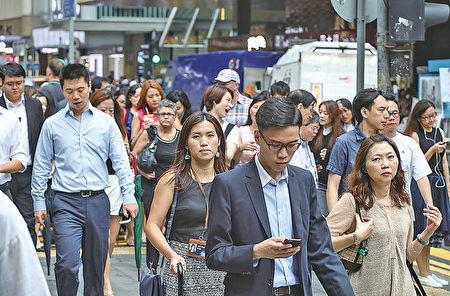 有薪酬调查显示,受访商业机构预测明年雇员平均加薪3.5%至3.8%,加幅略逊今年。(大纪元资料图片)