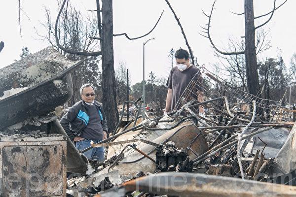 北加州野火灾民首次回家 期待重建