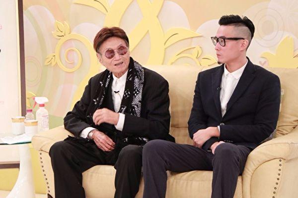 資深體育主播傅達仁日前與兒子傅俊豪一同連袂接受電視台節目《樂活有方》專訪。(中視提供)