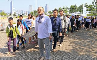 团体赤脚游行促林郑正视学童自杀