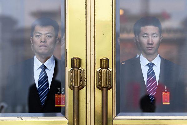 """十九届""""两委""""(中央委员会、中纪委)闭门选举结果24日出炉。(Greg Baker/AFP)"""