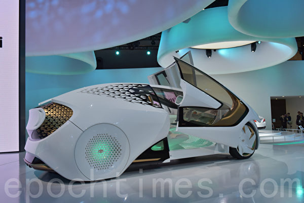 第45届东京车展于10月27日至11月5日在东京Big Sight展览馆举行,来自日本国内外的自动车厂家及零部件厂家约150家参展。(野上浩史/大纪元)