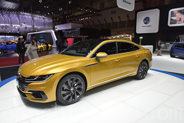 第45届东京车展于10月27日至11月5日在东京Big Sight展览馆举行。大众汽车的新旗舰车型The New Arteon。(野上浩史/大纪元)