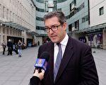 英保守党人权委员会副主席罗杰斯被香港遣返回英国后,在伦敦接受大纪元/新唐人记者采访。(新唐人视频截图)