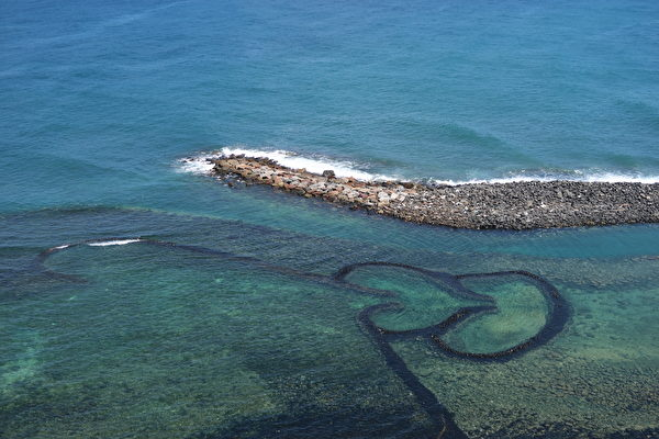 七美島上的雙心石滬。(徐曼沅/大紀元)