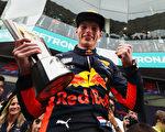 F1马来西亚站,红牛车队的荷兰车手维斯塔潘夺得本赛季第一个冠军。(Photo by Mark Thompson/Getty Images)