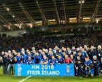 冰岛足球队以小组赛第一名身份,历史上首次闯进世界杯决赛圈。 (HARALDUR GUDJONSSON/AFP/Getty Images)
