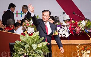 中華民國106年國慶大會10日在總統府前廣場舉行,大會主席、立法院長蘇嘉全(前)表示,今年國慶煙火移師台東施放,「我們要把溫暖、要把光亮送給台東。」(陳柏州/大紀元)