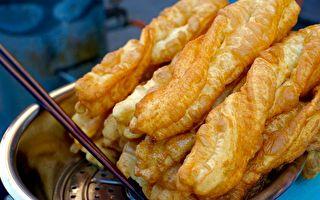 金黃酥脆的油條是華人忘不了的傳統好味道。(維基百科公有領域)