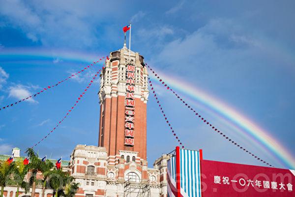 中国旅美知名作家陈破空表示,由于海峡两岸政局和民心的演变,今天的中国大陆人跟台湾人相比,更怀念中华民国。(陈柏州/大纪元)