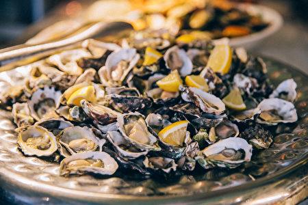 悉尼洲際酒店海鮮自助餐:牡蠣生蚝(悉尼洲際酒店提供)