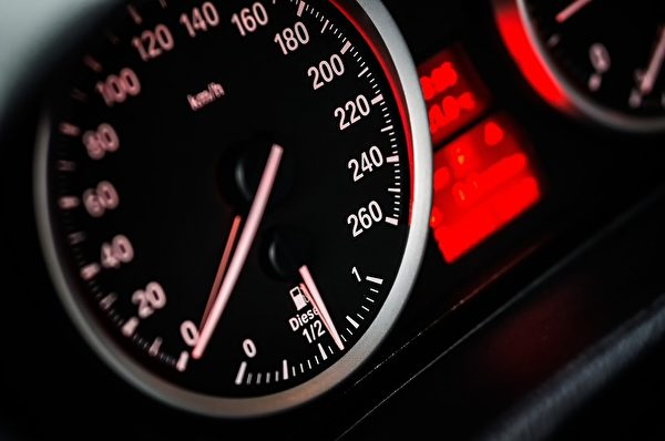 发现踩油门失效时,表示表示发动机可能已经进水了。(Pixabay)
