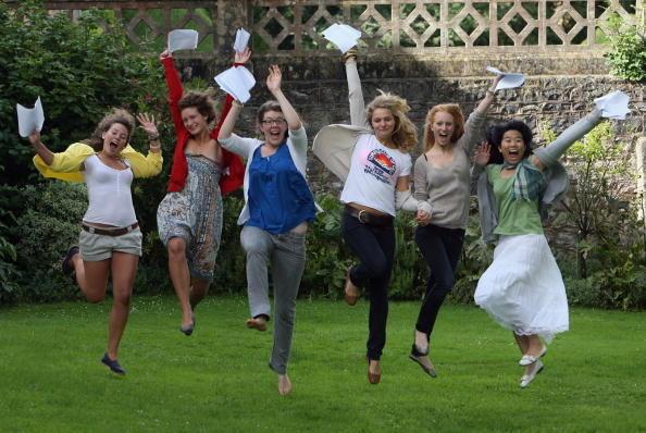 美国著名作家爱默生说,友谊是生活的调味品,也是生活上的止痛剂。 (Matt Cardy/Getty Images)
