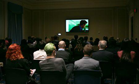 10月16日,许多在联邦参议员和国会议员办公室工作的职员观看了电影《血刃》。(李莎/大纪元)