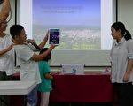 当秀林国小学童把拜拜用的线香点燃后,测试PM2.5的仪器一下子从教室内原来的24飙到1,774。(黄淑贞/大纪元)