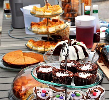 甜点自助区。(Pixabay)