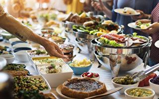 吃到飽自助餐,想要吃夠本有攻略可循。(shutterstock)