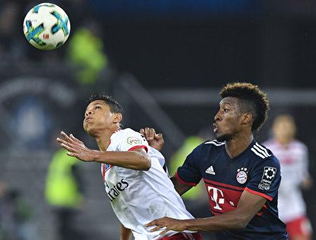德甲聯賽第九輪,拜仁客場1:0小勝漢堡,換帥後取得三場勝利,並不失一球,在積分榜上追平了多特蒙德。 (JOHN MACDOUGALL/AFP/Getty Images)